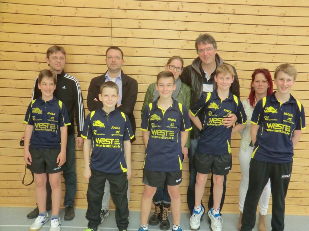 Das Siegerteam der Hessenliga Jugend 2015 mit stolzen Eltern ( v.l.n.r. K. Hildebrandt, M. Schlicke, L. Dürr, R. Volkmann, D. Burkard